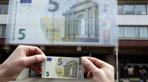 Pris pour un faux, le nouveau billet de 5 euros est refusé par certains commerces pho69dd8a74-bbba-11e2-9156-2005708877ee-805x453-300x168
